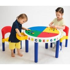 Столик для конструктора с двумя стульями